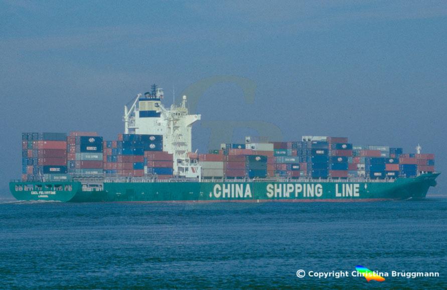 """Containerschiff """"CSCL FELIXSTOWE"""" auf der Elbe 2006"""