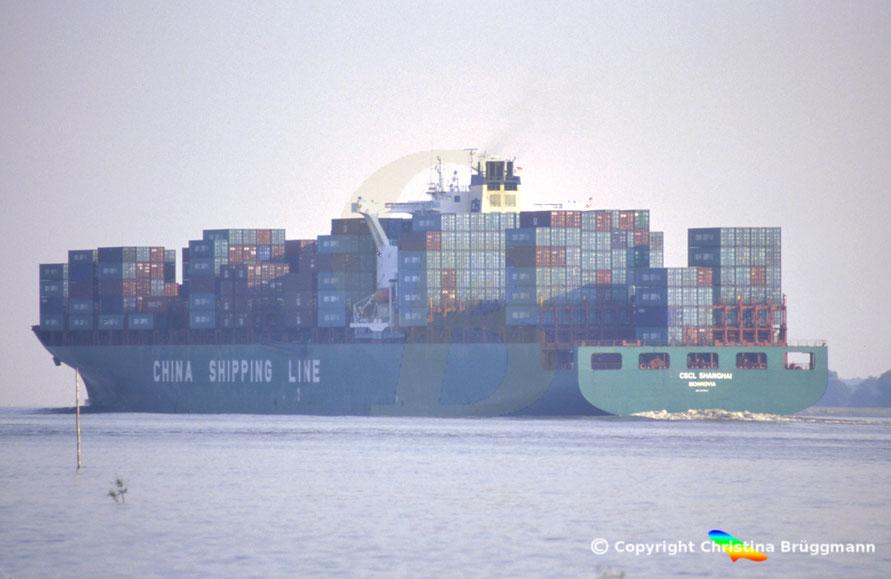 """Containerschiff """"CSCL SHANGHAI"""" auf der Elbe 2005"""