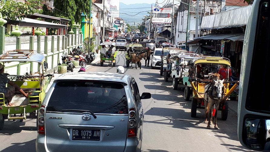 Fahrt durch die Inselhauptstadt Mataram