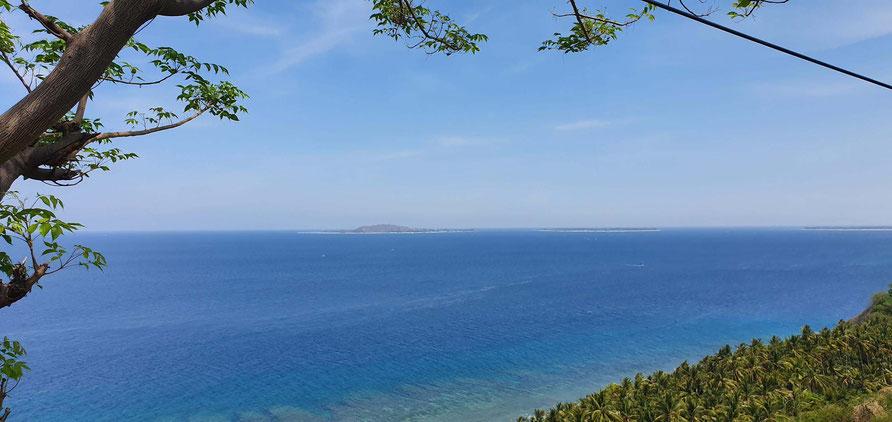 Blick zu den drei Gili-Inseln