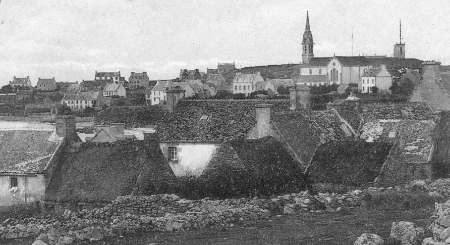 Situation du second sémaphore, photographié entre 1905 et 1913, de nombreuses annexes de maisons sont encore couvertes en chaume