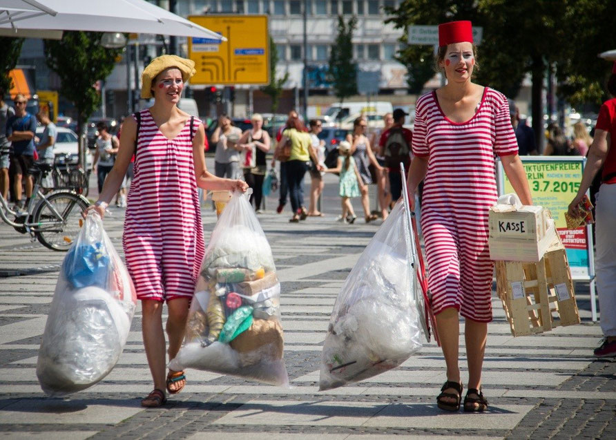 """Plasticbag Free Day"" ; Berlin 2015; Photo: Nate Pischner"