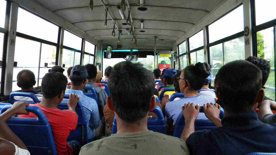 mit dem Bus über die Insel