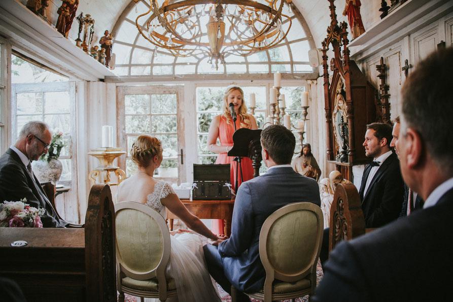 Philosophy Love, Hochzeitsblog, La Dü, Düsseldorf, Freie Trauung, Stefanie Arrondeau, Hochzeitslocation, Trauredner, Trauteam, Trauung, Hochzeit, Vintage, Hochzeitsfotografie, Hochzeitsreportage, Brautpaar, Hochzeitsinspiration, Ines Würthenberger,