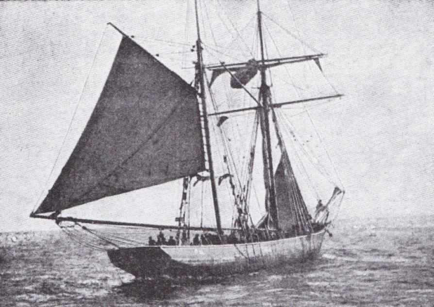 Goélette islandaise en  pêche en dérive sous grand voile le point levée, et trinquette partiellement hissée (Cliché des Œuvres de Mer)