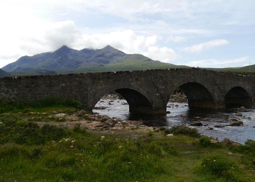 Malerische Brücke am Wegesrand - fast idyllisch anmutend...
