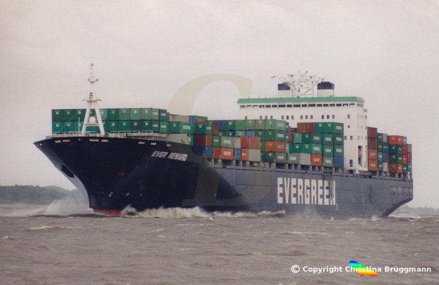 """Containerschiff """"EVER REWARD"""" bei starken Wind vor Glückstadt 05.2001"""