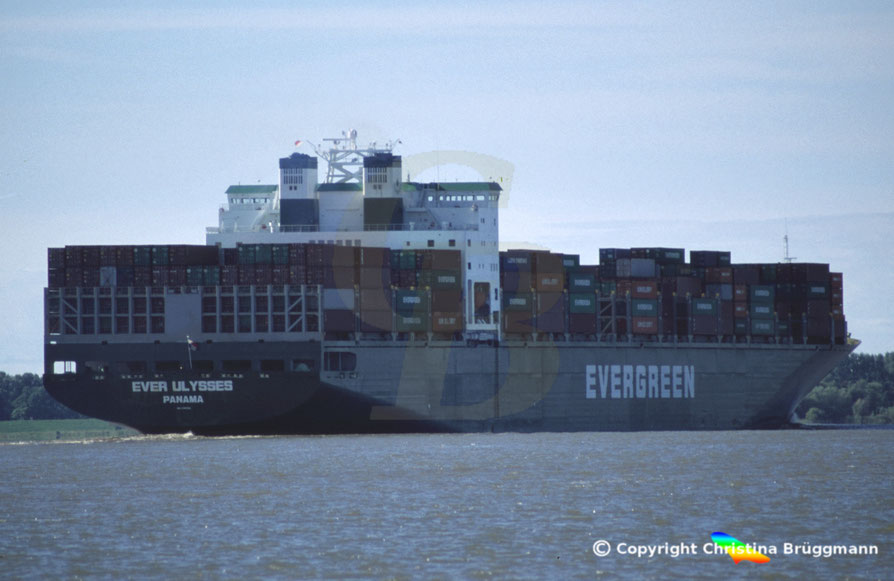 """Containerschiff """"EVER ULYSSES, Elbe 2005"""