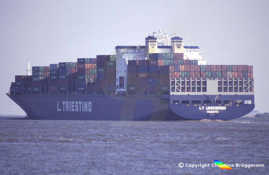 Containerschiff LT UNIVERSO, Elbe 2005