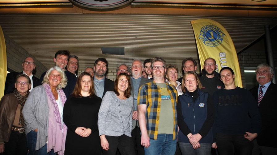 Die LIONS-Mitglieder und Gäste der Quickborner Vereine freuen sich über den Erfolg ihrer ehrenamtlichen Arbeit.