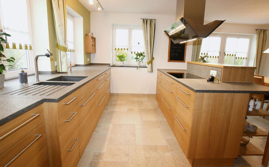 Küche aus Holz von Wiedmann