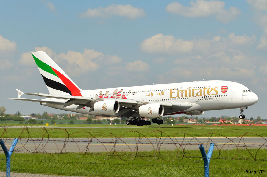 A380-800 (A6-EES)