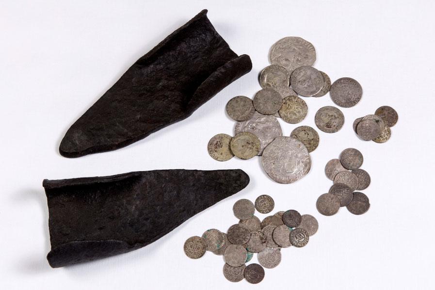 Dalis Tauragnų lobio - du noragai ir kelios monetos Utenos kraštotyros muziejuje