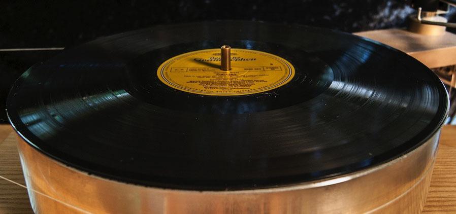 LP nach der LP-Wäsche mit der Plattenwaschmaschine Clearaudio Double Matrix Professional Sonic