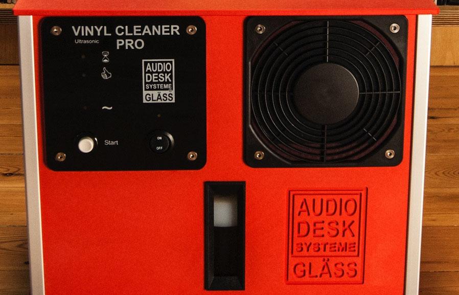 Vorderseite der Plattenwaschmaschine Gläss Vinyl Cleaner Pro