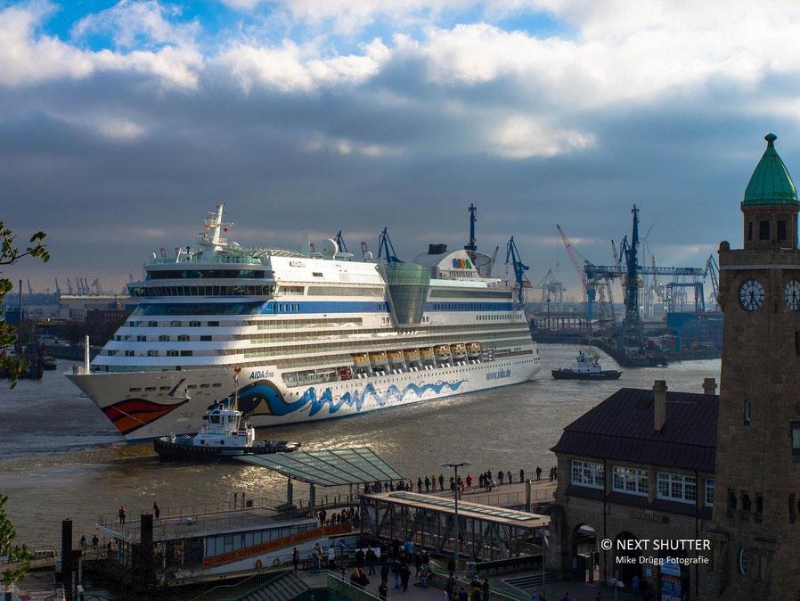 AIDA, Aidadiva,Blohm + Voss, Cruiseliner, Kreuzfahrtschiff,Hamburg,Elbe, Werft, Dock