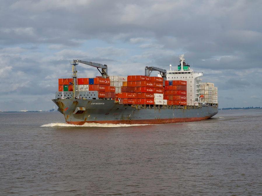 """Die """"Cap Bizerta"""" fährt für Hamburg - Süd."""