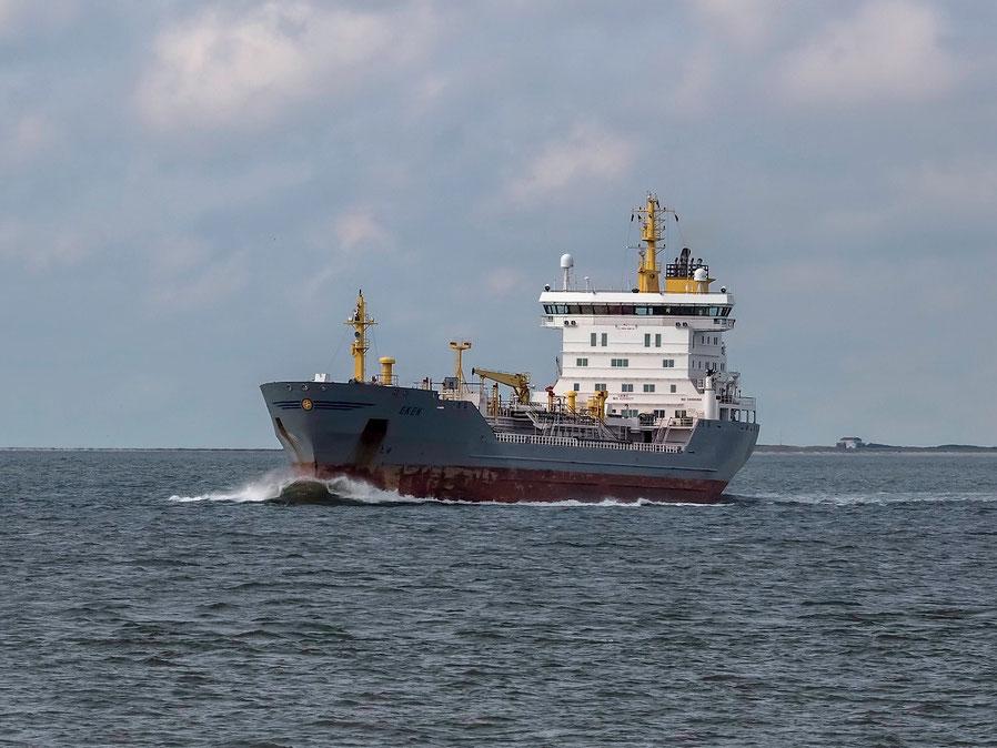 """Das Küstenmotorschiff """"Eken"""", ein kleiner Stückgutfrachter"""