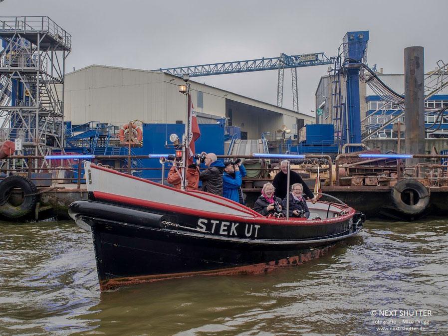 """Mit """"Steg ut"""" und """"Fiete"""", zwei historischen Festmacherbooten, auf Hafen - und Fototour"""