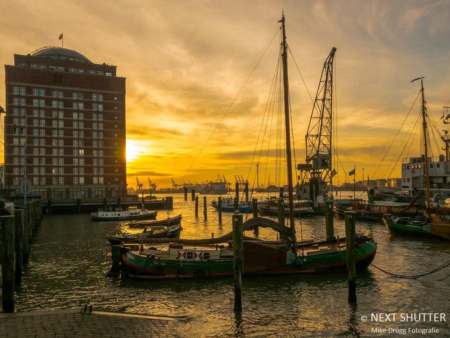 Sonnenaufgang im Museumshafen Övelgönne