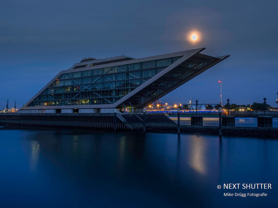 Das Dockland im Mondlicht
