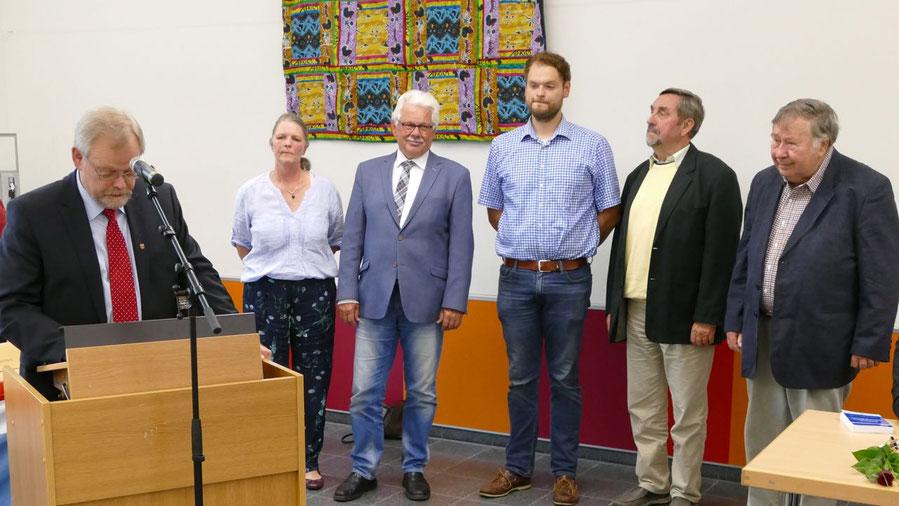 Bürgervorsteher Meyn verabschiedete Ingrid Cloyd-Nuckel, Ulf Hermanns von der Heide, Hauke Meyn, Uwe Schönebein und Uwe Schell (v.l.)