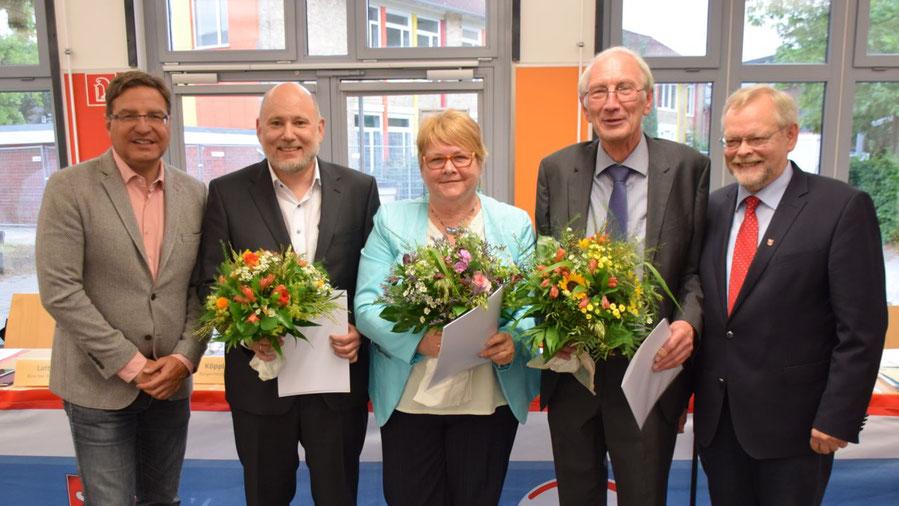 Stellvertreter von Bürgermeister Thomas Köppl (l.) sind Klaus H. Hensel (1. Stadtrat, CDU, 2.v.r.), Astrid Huemke (2. Stellvertretende Bürgermeisterin, SPD) und Thomas Beckmann (3. Stellvertretender Bürgermeister, FDP); Bürgervorsteher bleibt Henning Meyn