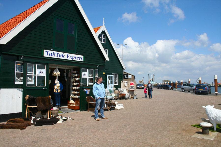 """<img src=""""image.jpg"""" alt=""""Tuk Tuk Express in Oudeschild, Texel waar men een Tuk Tuk of Buggy kan huren."""