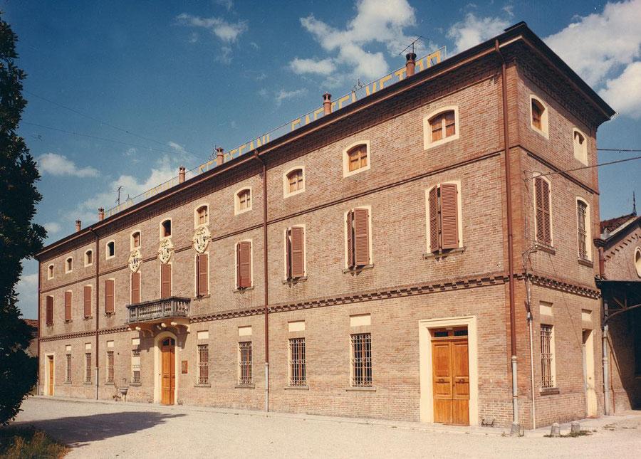 Het statige gebouw van de Cantina Sociale Settecani di Castelvetro, Modena
