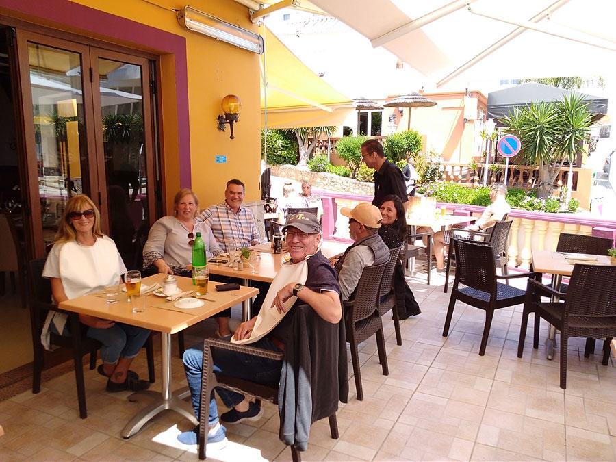 Restaurante Taberna Portuguesa in Carvoeiro,Lagoa,Algarve,Portugal perfekt für Sommer Essen auf der esplanada mit Freunde.