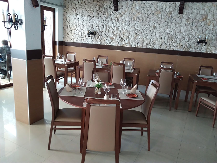 Restaurante Taberna Portuguesa in Carvoeiro,Lagoa,Algarve,Portugal pefekt für Fest Essen innen wie auch draussen.