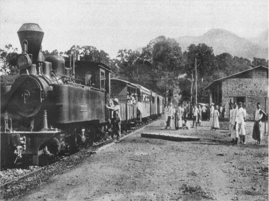 Un train dans l'Afrique coloniale