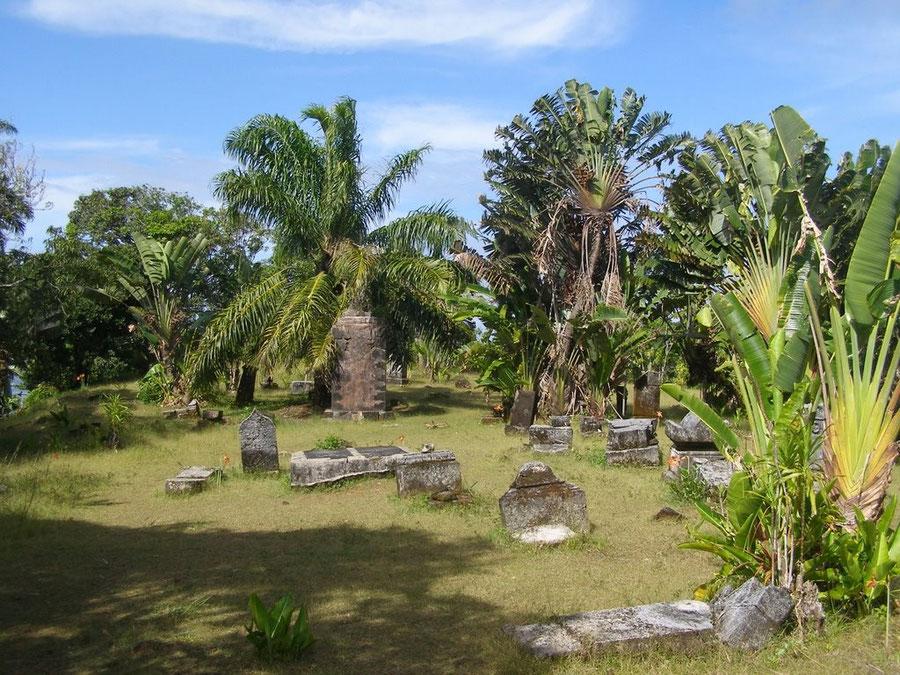 Cimetière Saint  Pierre ou cimetière des pirates au sud de la petite baie, Nicolas Floch est peut être enterré dans une fosse commune de ce cimetière