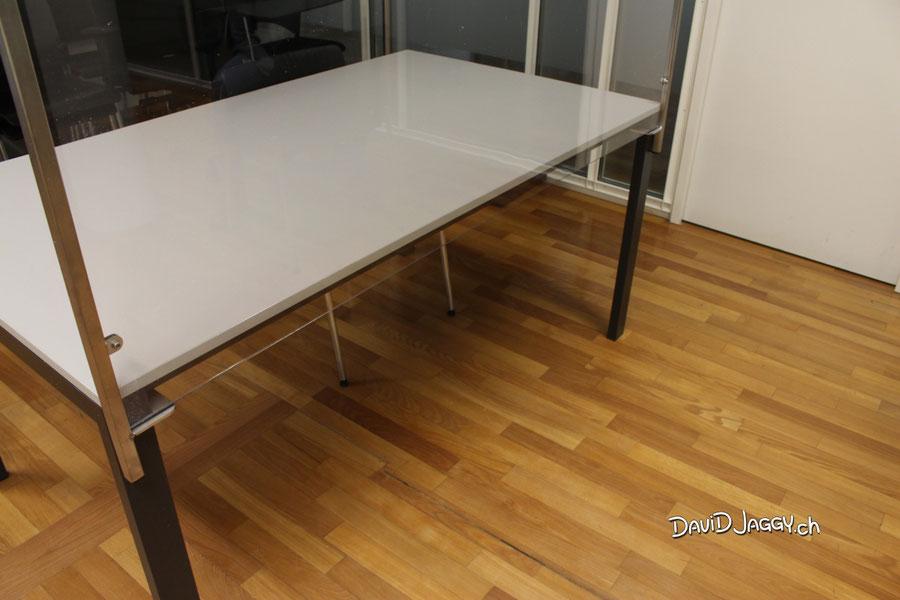 Coronaschutz Covid-19; Bigla Tisch
