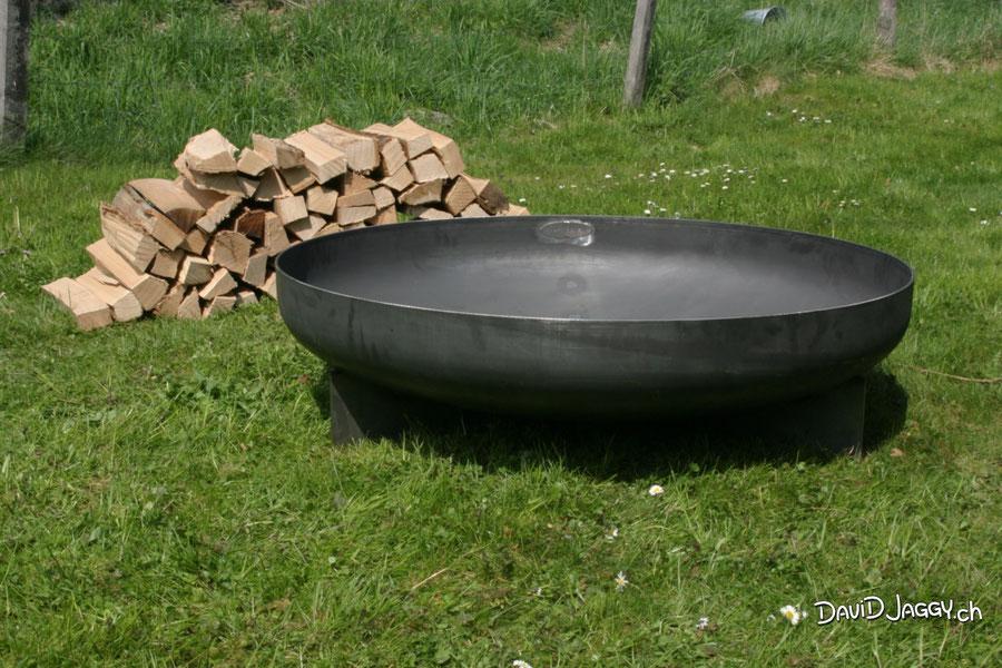 Feuerschale Stahl rostend Plattenfüsse flache Füsse