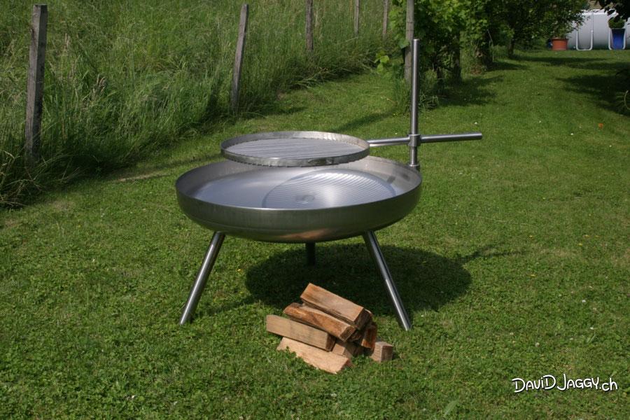 Feuerschale Ø 100 cm in Chromstahl mit langen Beinen und Ø 60 cm Grillrost