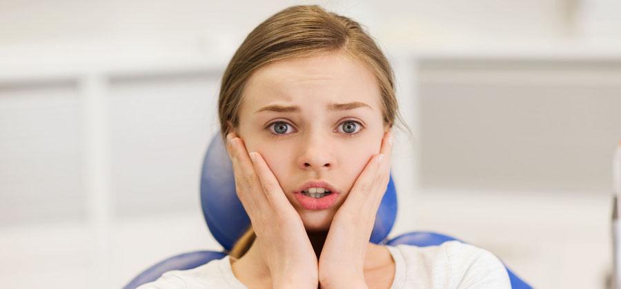 Patienten mit Zahnarztangst: Das gesamte Team der Zahnarztpraxis Dr. Farspour ist in der verständnisvollen Behandlung geschult