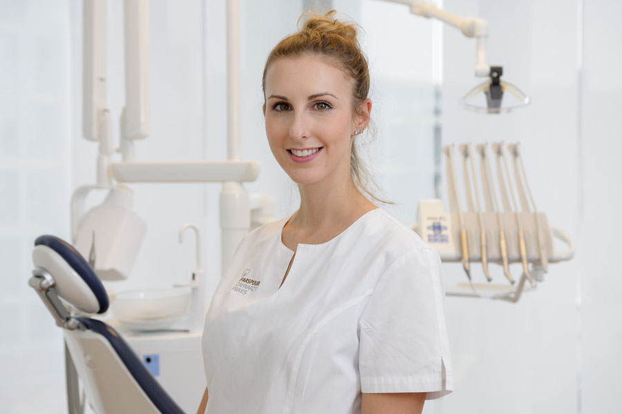 Certified dental hygienist for professional teeth cleaning - Zahnarzt