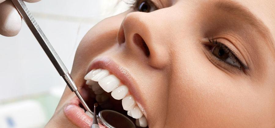Eine gute Dentalhygiene ist die beste Vorsorge gegen Karies und Parodontitis.