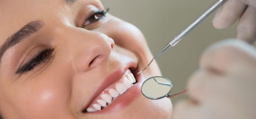 Zahnprophylaxe erhält gesunde Zähne bis ins hohe Alter