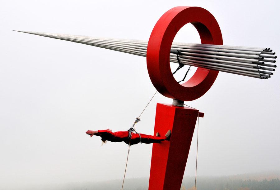 Vertical-Dance Performance zur offiziellen Einweihung von INDIKATOR