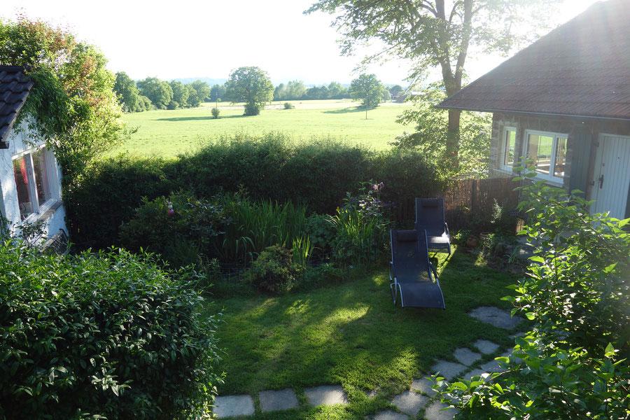 Blick in den Garten von der Treppe (Zugang zum Garten)