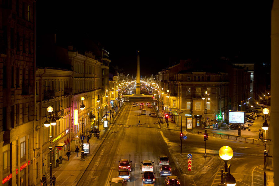 Nevsky Prospect in der Nacht, St. Petersburg, Russland