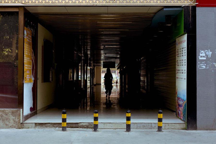 Beim verlassen des Hostels, Jinghong, China