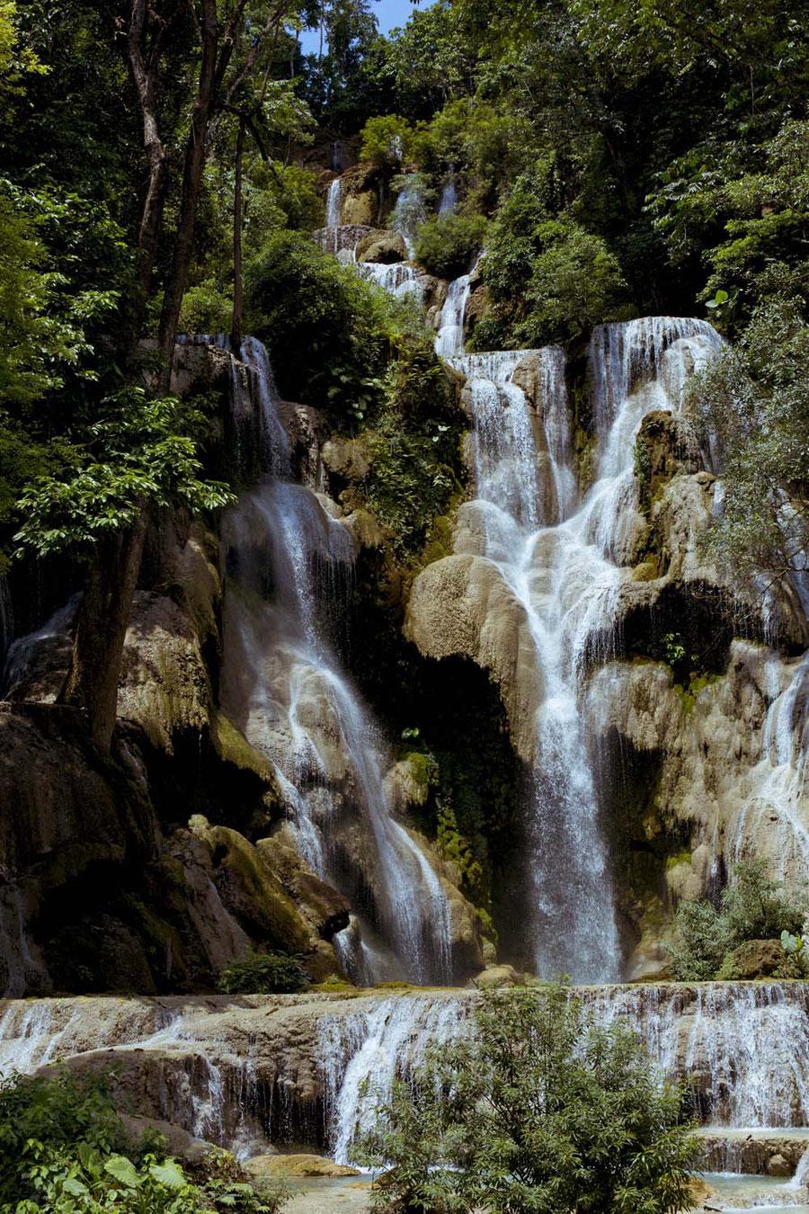 Kuang Si Wasserfall in seiner vollen Pracht, bei Luang Prabang, Laos