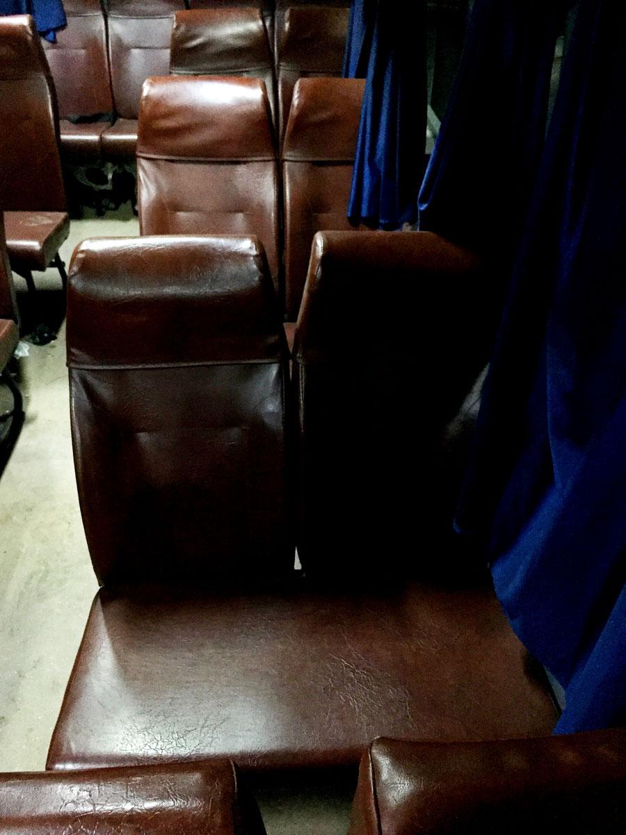 Sitze im Bus, Varanasi, Indien