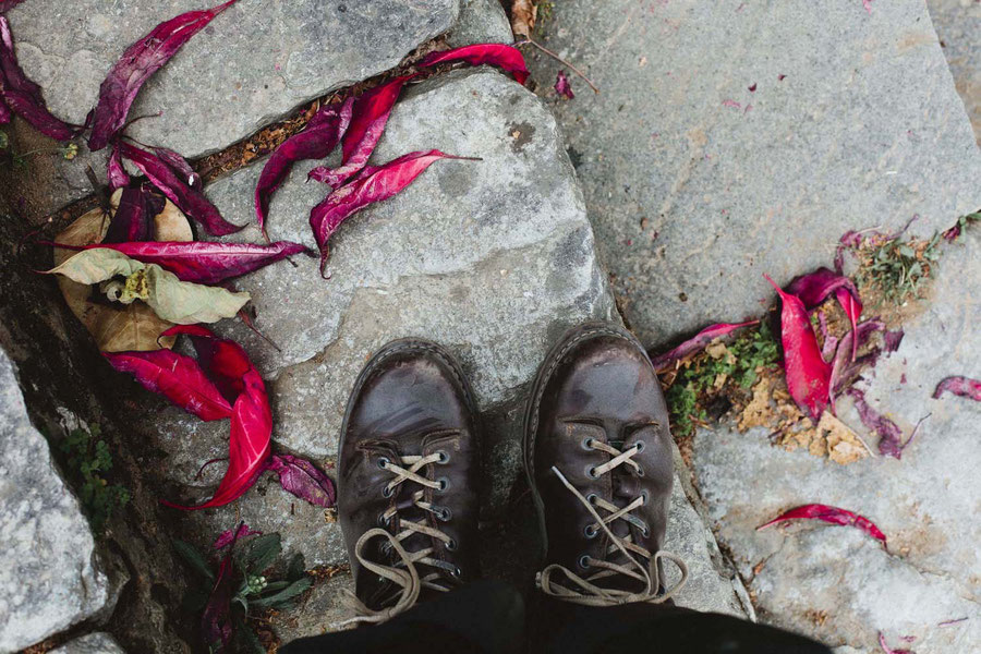 Treppen und schöne Blätter, Mardi Himal Trek, Nepal