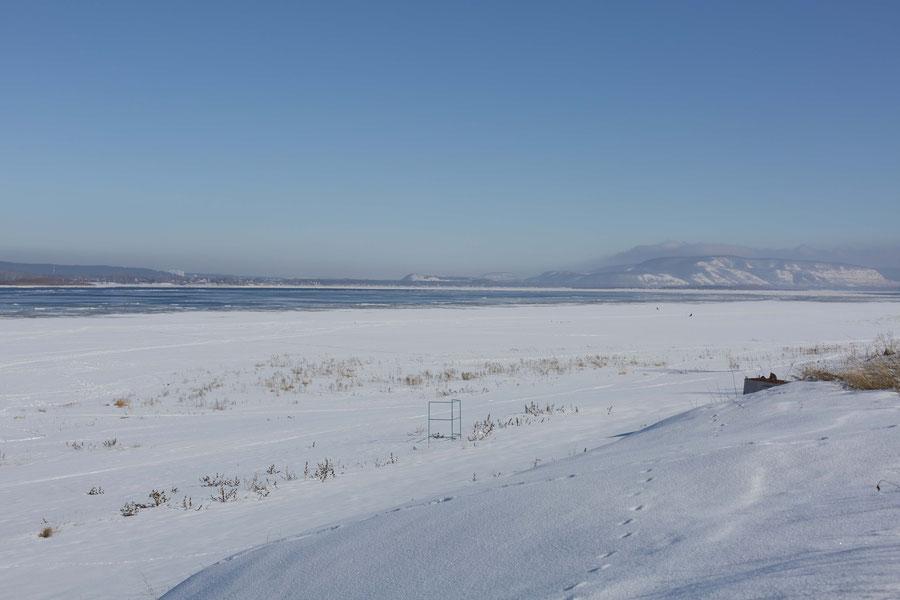 An einigen Stellen beginnt das Eis zu brechen, Samara, Russland