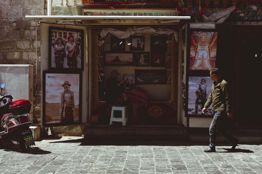 Lhasa ist eine Stadt gefangen zwischen Fortschritt und Tradition, Tibet, China