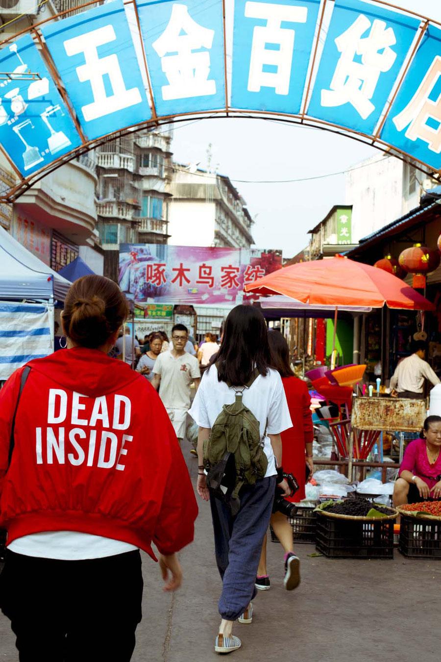 Der Eingang des Marktes, Jinghong, China